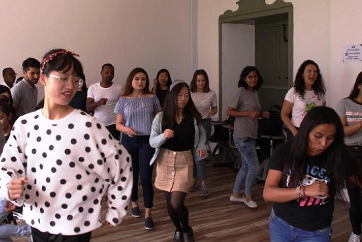 Los becarios de ELE Colombia aprenden español bailando
